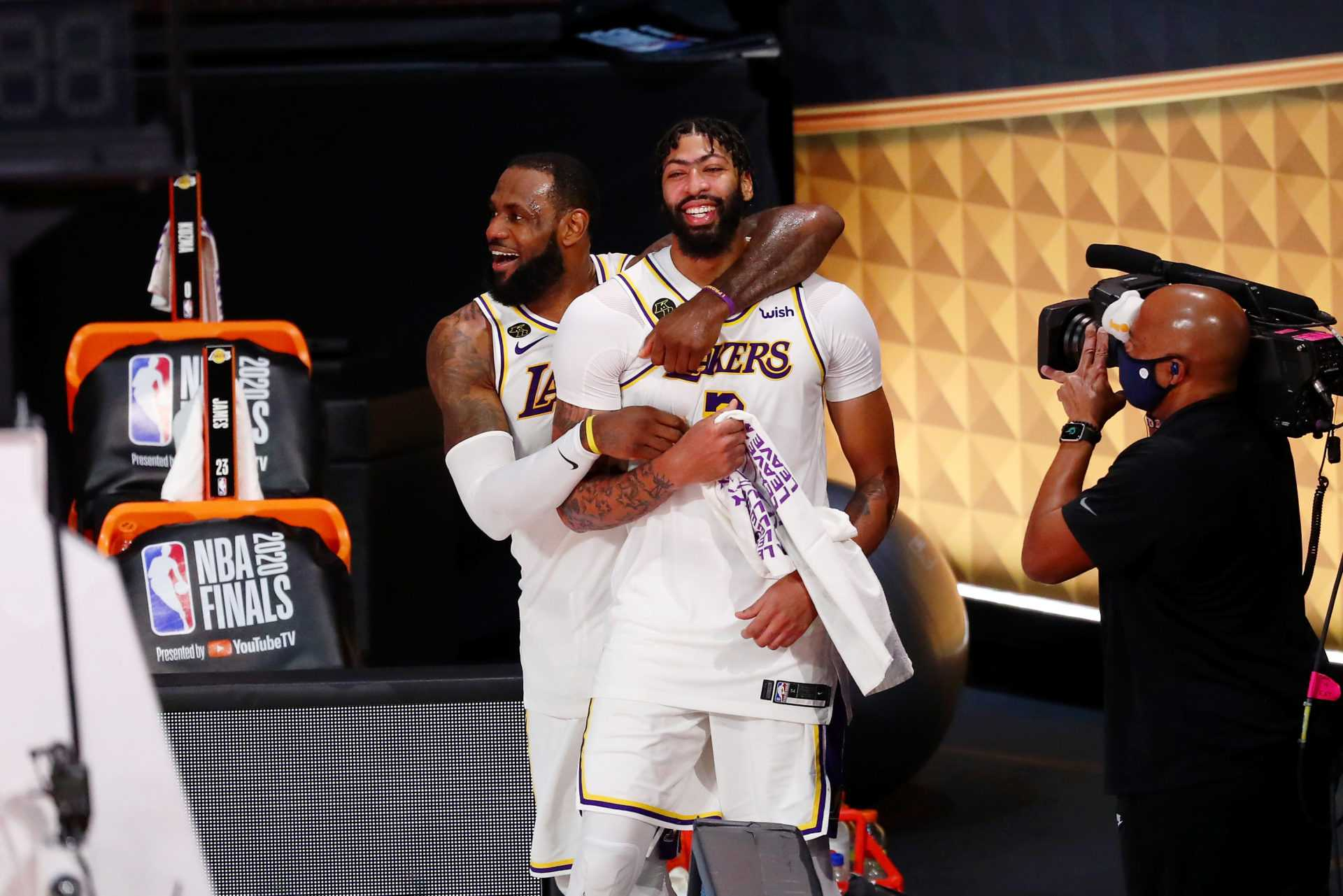 """Better Find a Big""- Executives Around the League Worried About the Warriors After Lakers Title Win"