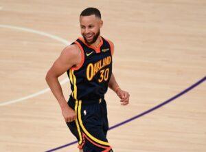 """""""Ils le considéraient comme un petit"""": le joueur le plus petit de la NBA fait l'éloge des prouesses de tir de Steph Curry"""