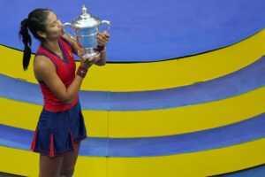 « Ne pas se laisser entraîner dans la fausseté de ce genre de monde » : Kim Clijsters conseille à Emma Raducanu
