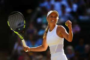 REGARDER: Caroline Wozniacki montre ses compétences de golf dans un lieu pittoresque de Monaco