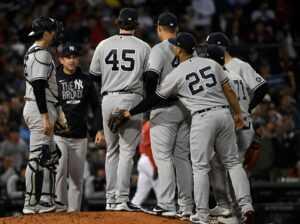 """""""F *** No, God No"""" - Les fans des Yankees de New York se rebellent alors que l'entraîneur Aaron Boone prolonge son contrat"""