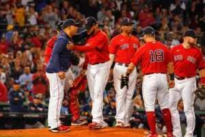 REGARDER: Le manager des Red Sox de Boston interrompt la célébration moqueuse du joueur contre les Astros de Houston